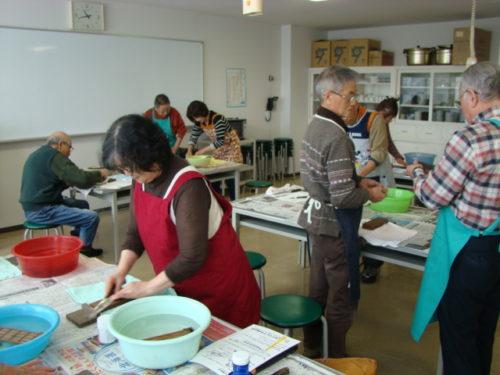 写真:砥石を使った包丁の研ぎ方