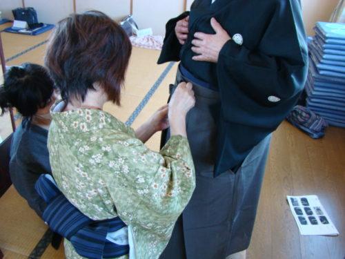 写真:袴の着付け講座風景2