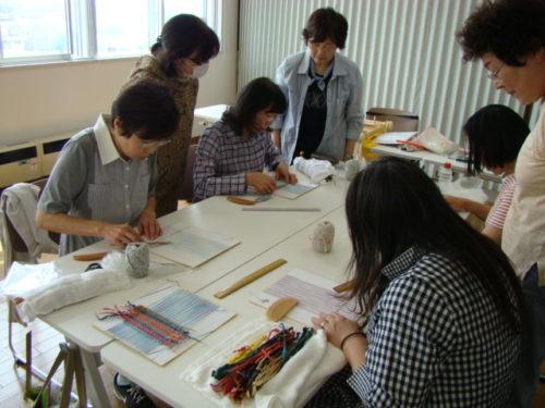 写真:さき織りサークル体験講習の様子